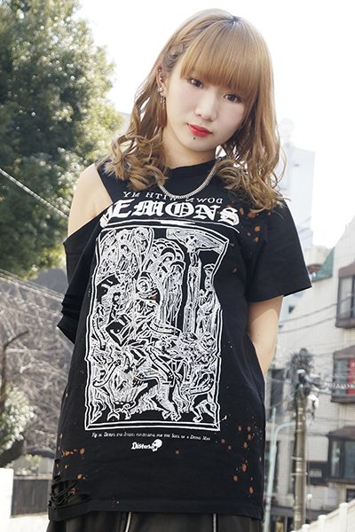 DISTURBIA CLOTHING DEMONS CUT OUT TEE