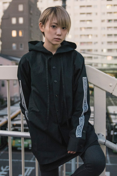 LILWHITE(dot) -SEI TO SHI- RIBBON HOODSHIRT BLKxWHT