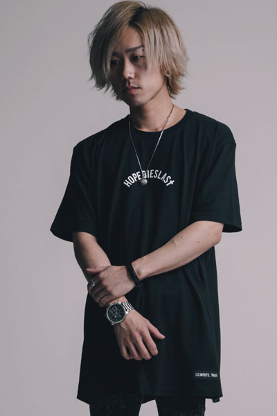 LILWHITE. (リルホワイト) LIL ARCH Tee BLK