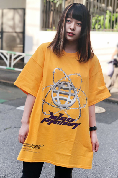 "LILWHITE(dot) LW-19SU-T01 ""PLANET"" TEE GOLD"