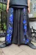 CIVARIZE【シヴァーライズ】フラワー柄マチ付きZIPワイドパンツ Black×Blue