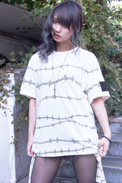 SLIGHTLY NUMB TWIRLING WIRES TEE WHITE