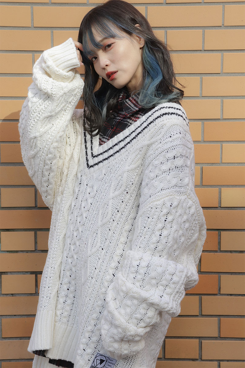 SILLENT FROM ME VEIN -Cable Knit Sweater- WHITE