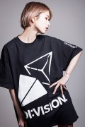 """DI:VISION """"CANDY"""" TEE (BLK)"""